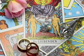 Hexe, Dara, Kartenlegen, Tarot-Karten, Wicca Foto: © Bj�rn Wylezich @ Fotolia