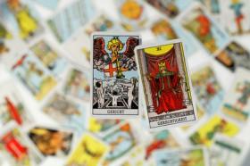 Kartenlegen am Telefon, Kartenleger, Esoterik, Tarot-Karten, Kartenlegen Foto: © 0pidanus @ Fotolia
