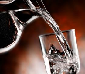 Dara, Hexe, Wasser lesen Foto: © EcoPim_studio @ Fotolia