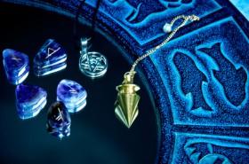 Runen, Orakel, Rune, Esoterik Foto: © starblue @ Fotolia