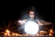 Die Kristallkugel - Der Blick in die Zukunft  Foto: © Sergey @ Fotolia