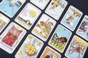 Sexy Hexen - Tarot-Karten sorgen für Verwirrung  Foto: © drapnici @ Fotolia