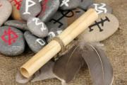 Die Magie der Runen entdecken  Foto: © Africa Studio @ Fotolia